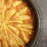 Apfelkuchen mit luftiger Cremehaube