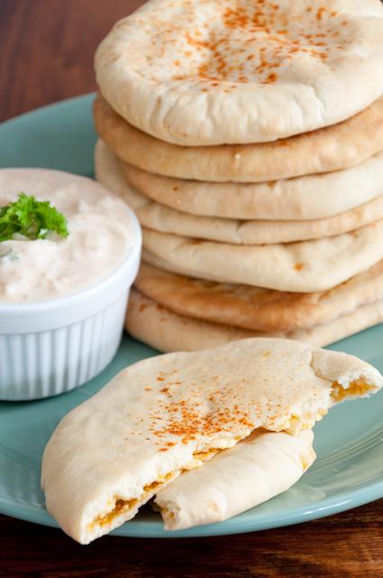 Paneer Kulcha - mit indischem Frischkäse gefüllte Brotfladen