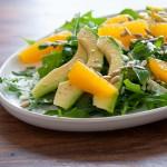 Salat mit Orange, Avokado und Feta