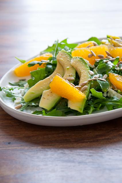 Salat mit Orange, Avocado und Feta