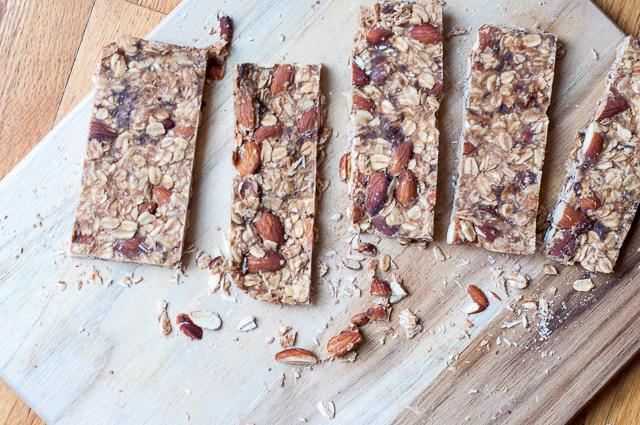 No Bake Müsliriegel mit Mandeln und Erdnussbutter